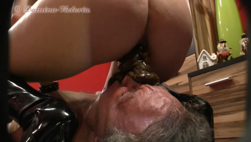 Domina Victoria - Sklave Dirty-Games Angeschissen-2