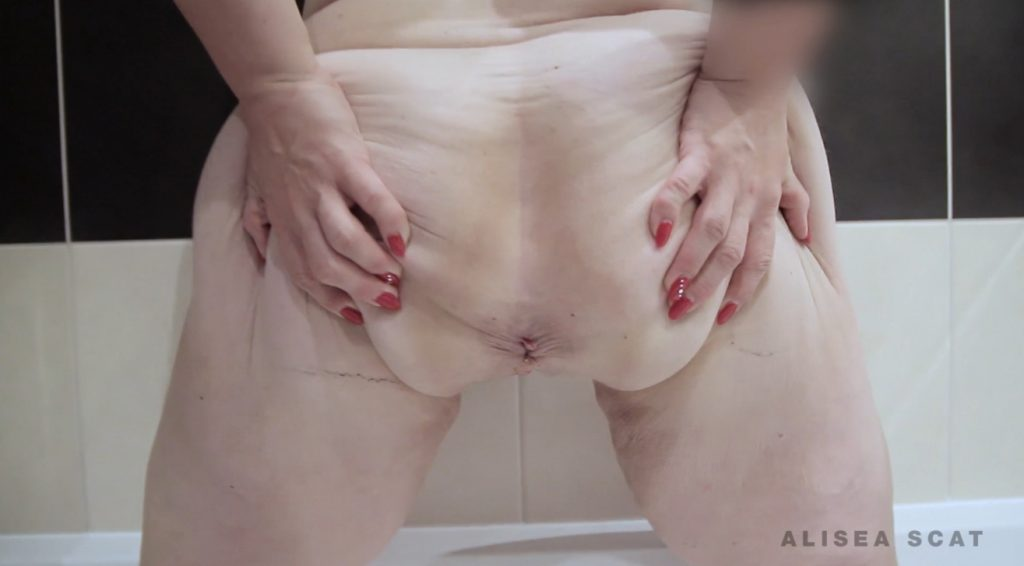 Scat Play in Bath Tub - Alisea 1